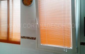 venecianas de aluminio con guias para ventanas oscilobatientes