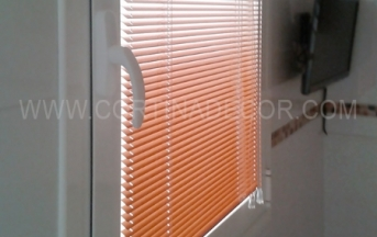 cortinas venecianas con guia de acero especial ventanas abatibles